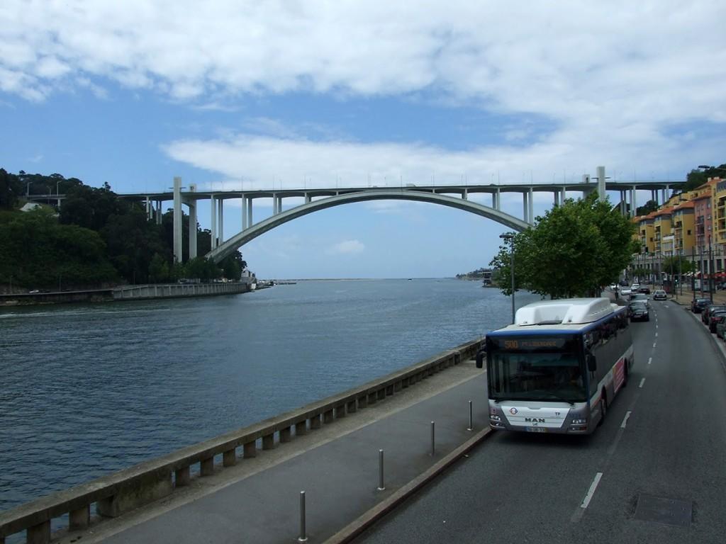 Najnoviji most na reci Duro, snimljeno sa gornjeg sprata turističkog autobusa