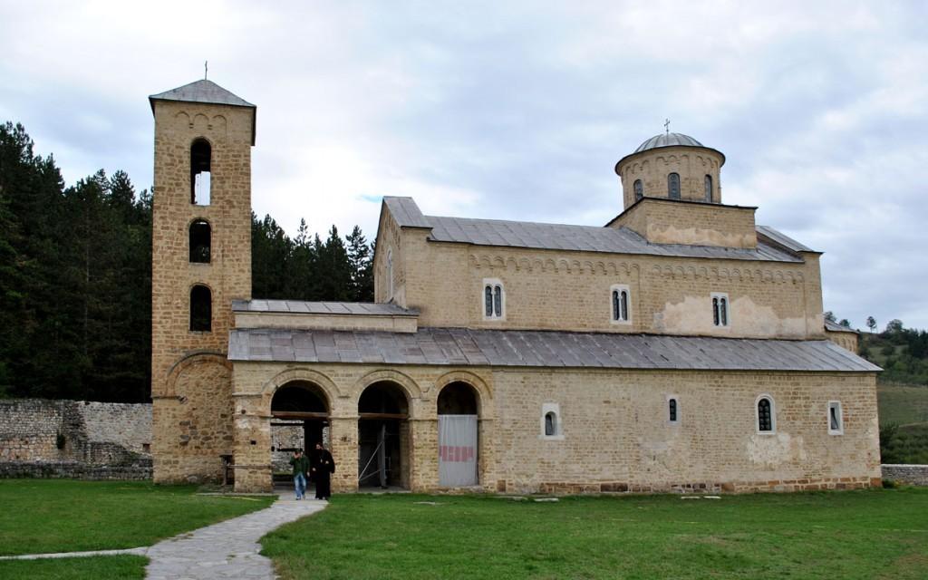 Crkva Sv. Trojce kralja Uroša I sa otvorenom pripratom kralja Dušana