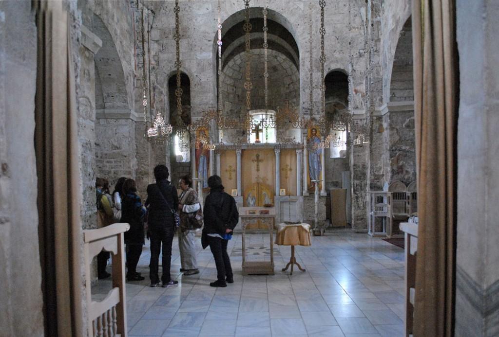 Unutrašnjost Bogorodičine crkve, Gradac