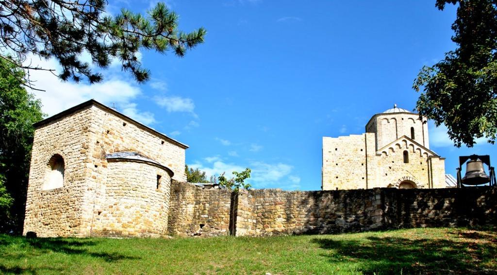 Pogled na Đurđeve stupove i grobnu crkvu kralja Dragutina