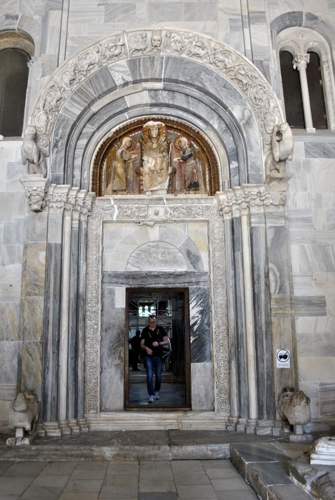 Glavni ulazni portal u Borodičinu crkvu