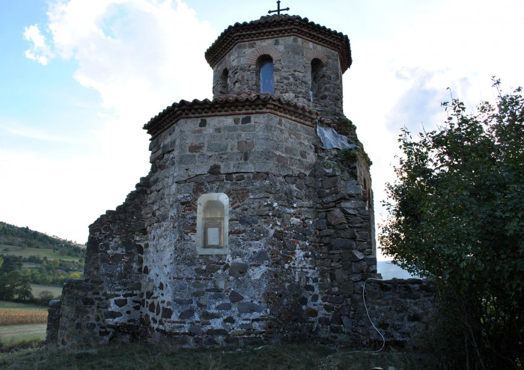 Pogled sa zadnje strane na oltarsku apsidu