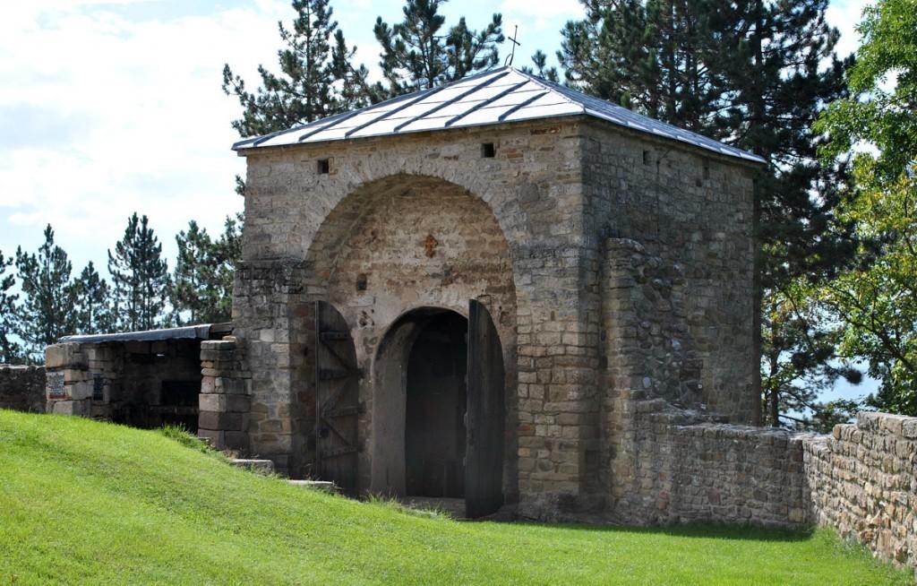 Dragutinova grobna crkva
