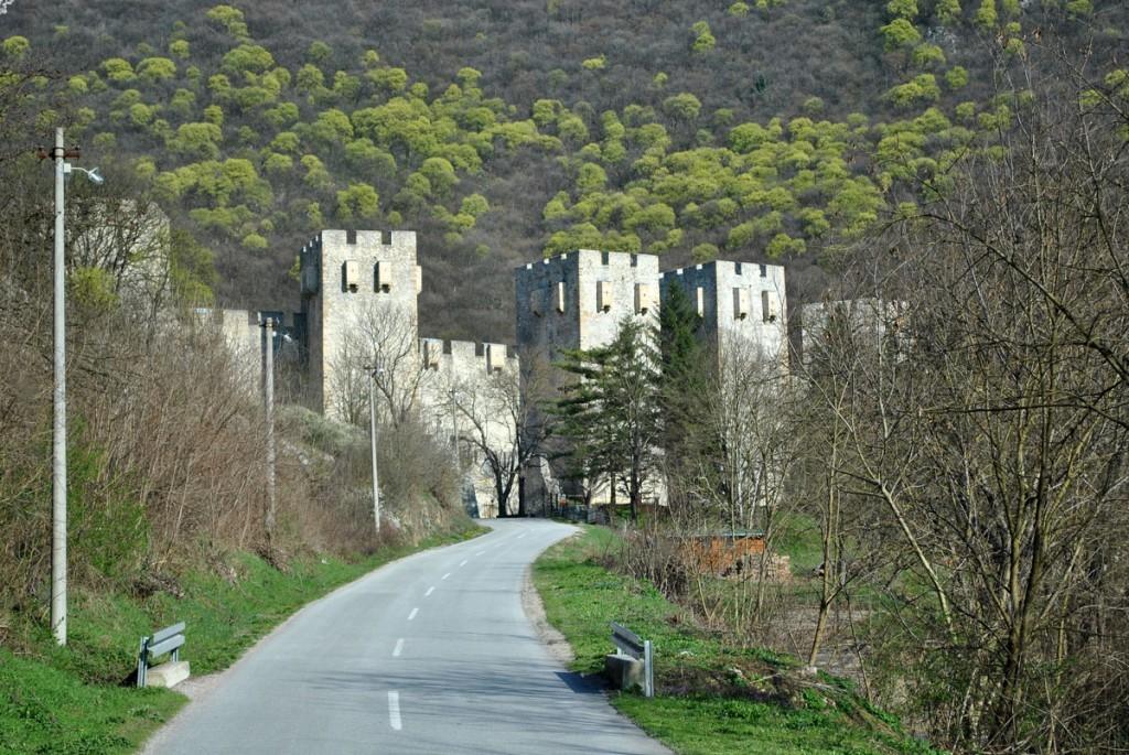 Zidinie manastira Manasija