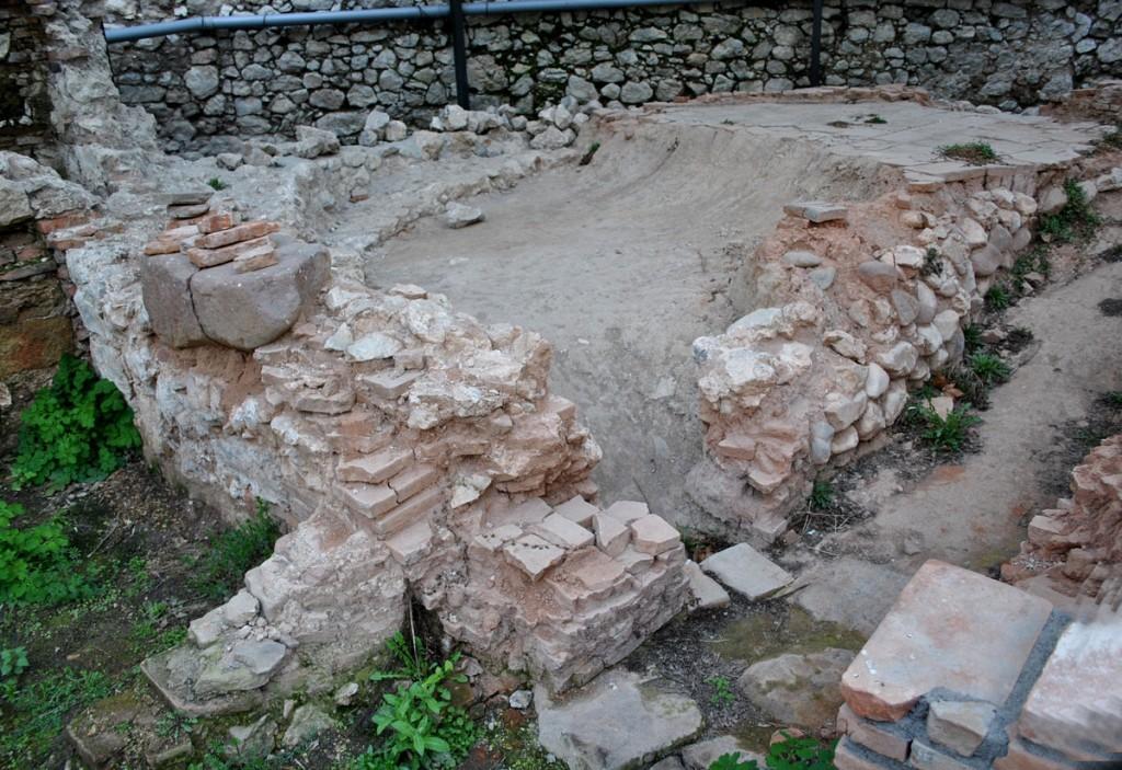 Ostatci manastirske peći