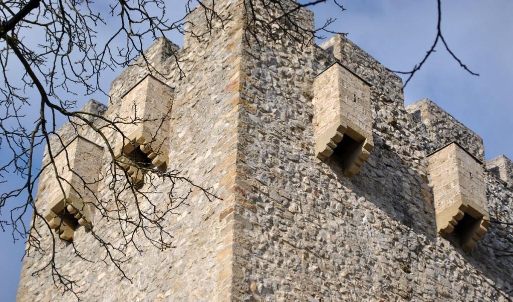 Puškarnice na kulama manastriskih zidina