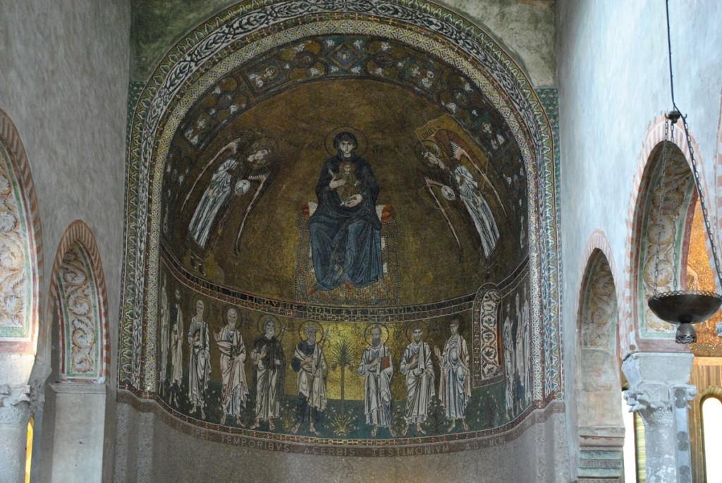 Mozaik sa predstavom Bogorodice u apsidi nekadašnje crkve posvećene Bogorodici