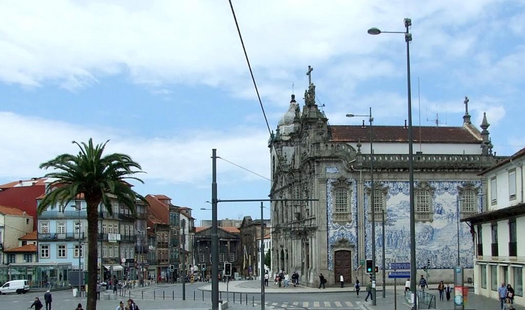 Jedna od crkava sa fasadom od azuleja, Porto
