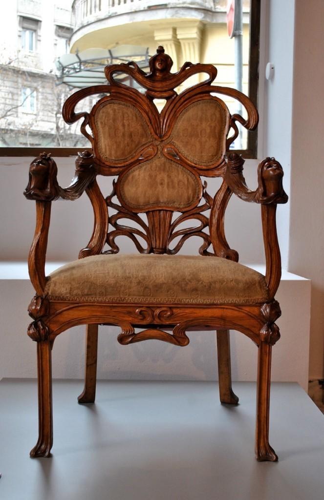 Stolica u stilu secesije