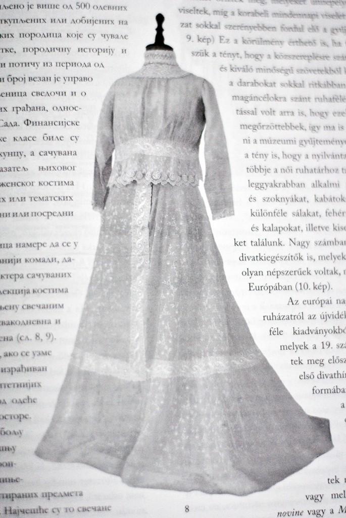 Fotografisano iz publikacije Putevi kulture - Secesija. Haljina iz zbirke Muzeja grada Novog Sada Fotografisala Majda Sikošek