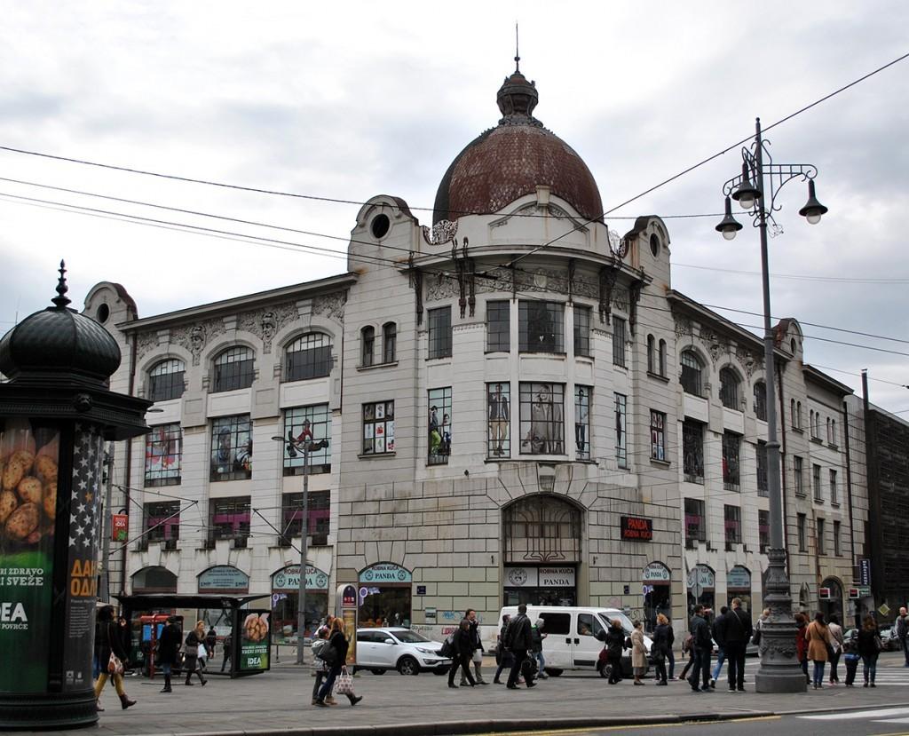 Zgrada oficirske zadruge u Masarikovoj ulici, mnogi je znaju i kao zgradu Kluza Fotografija Majda Sikošek