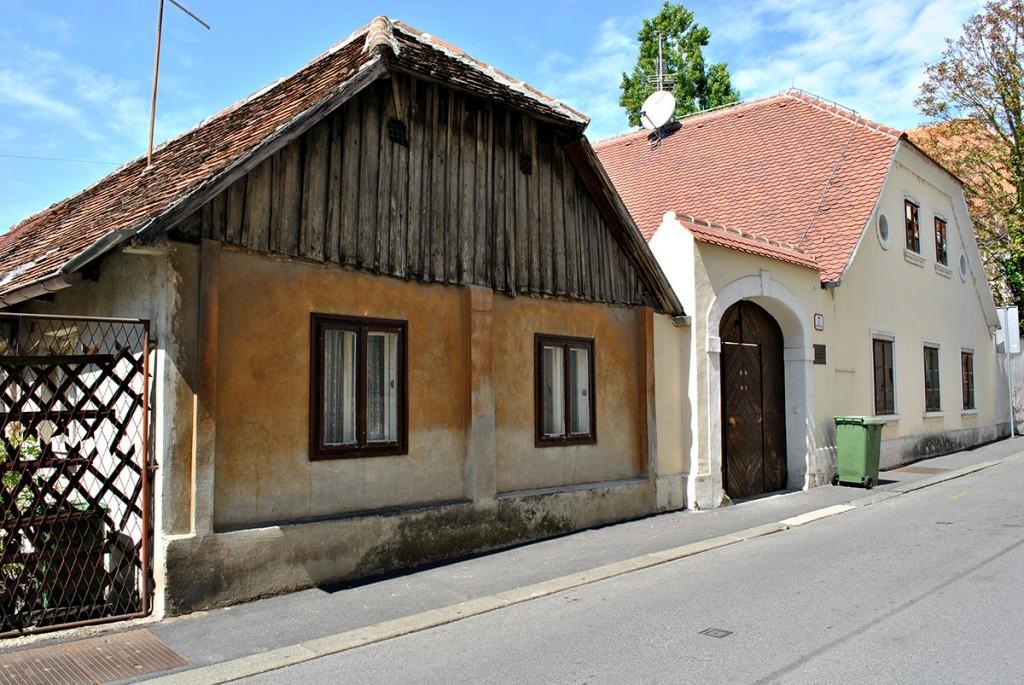 Njstarija očuvama kuća na Gornjem gradu (Prva s leve strane)