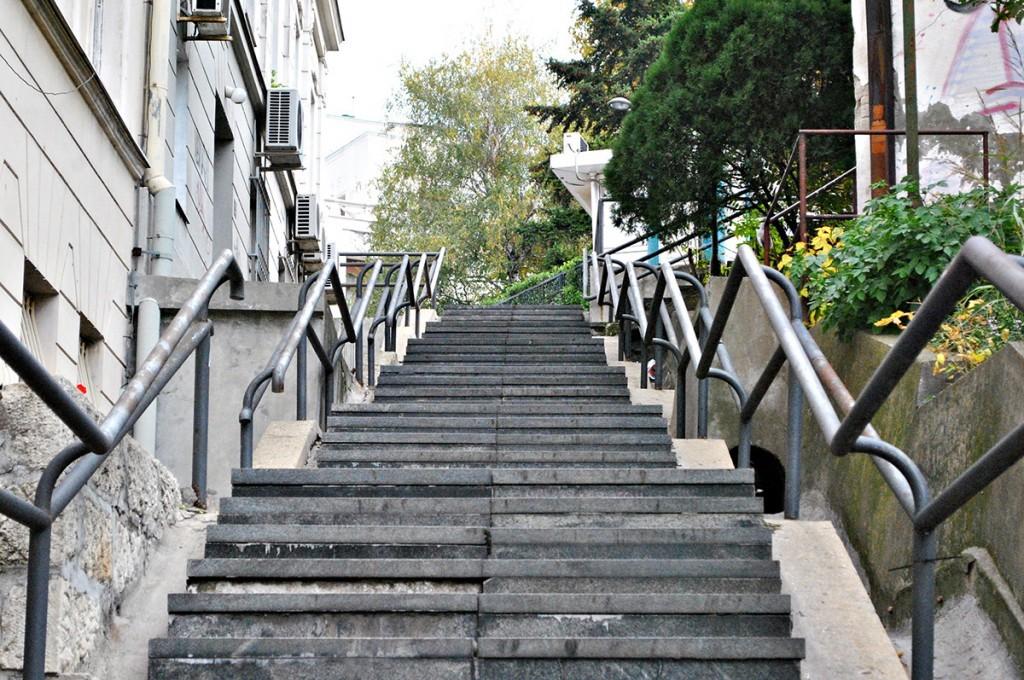 Pogled  ka vrhu Velikih stepenica