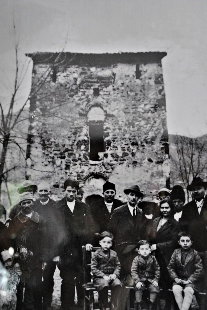 Fotografija crkve bez kula između dva svetska rata