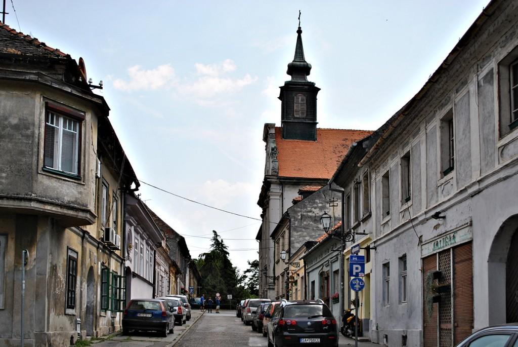 Štrosmajerova ulica sa samostanom sv. Juraja