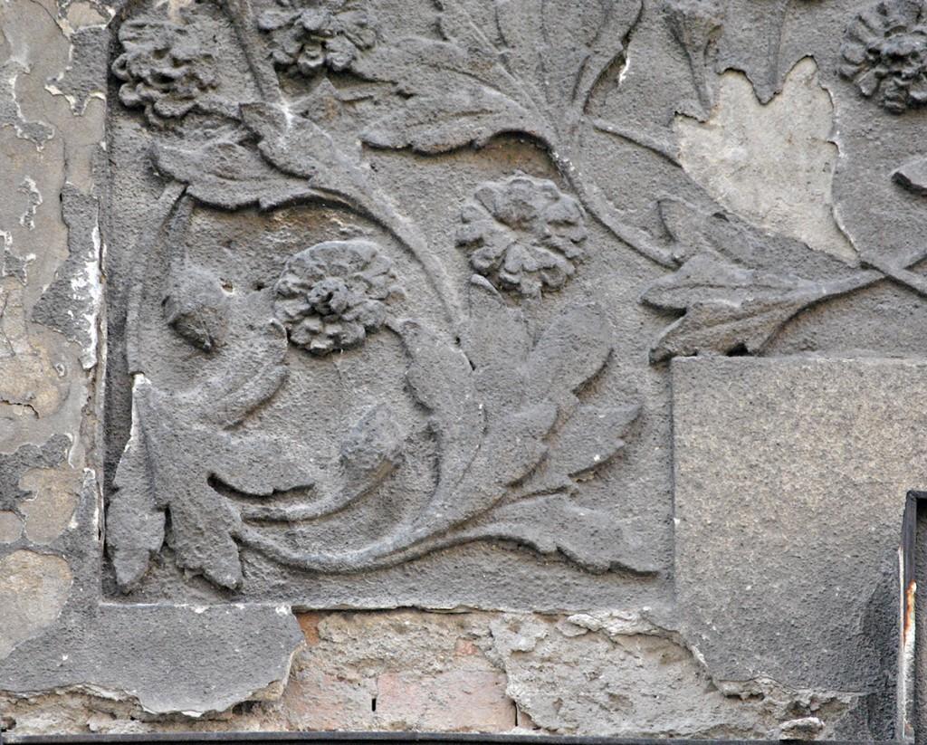 Detalj sa fasade iz S. Sremca - ljutić