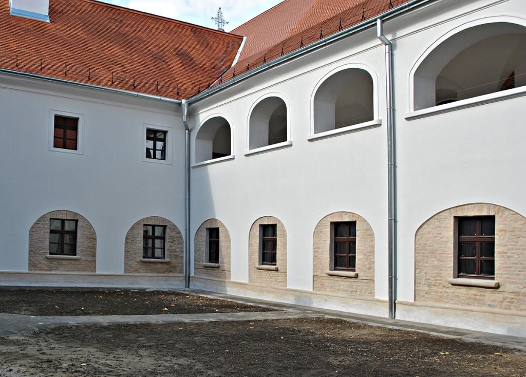 Pogled na unutrašnje dvorište i zatvoreni kloster samostana