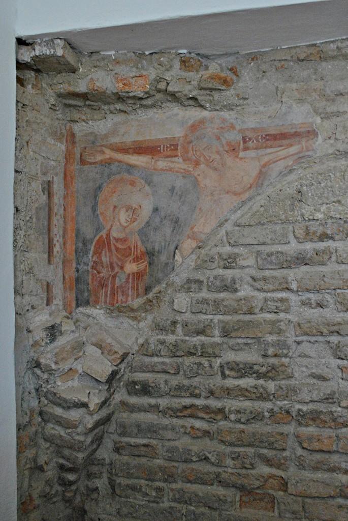 Očuvani deo kasno romaničke freske u sada zatvorenom klosteru samostana