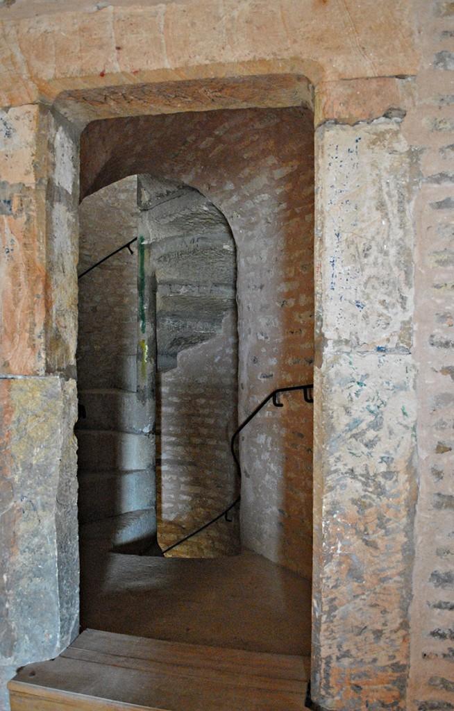 Stepenice kojima se napreduje kroz donžon kulu
