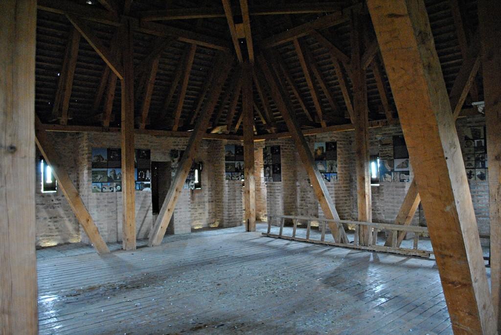 Pod krovom