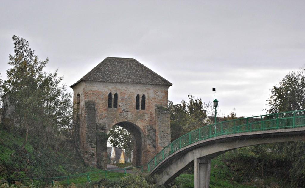 Kapija koja je iz Podgrađa vodila prema tvrđavi