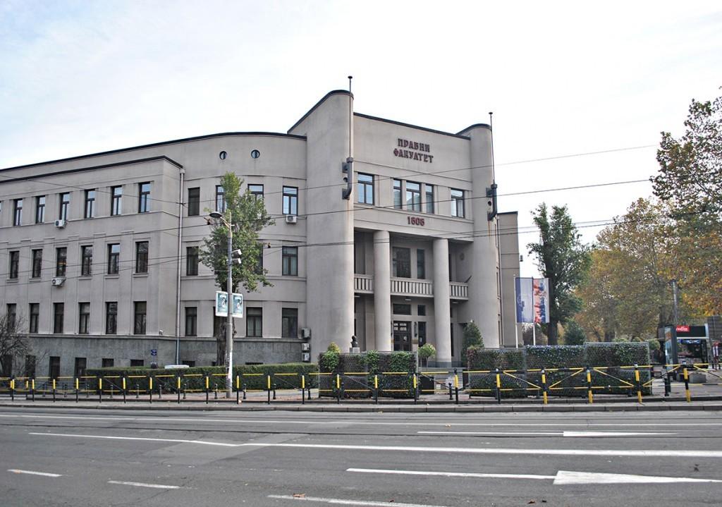 Pogled na glavni ulaz Pravnog fakulteta