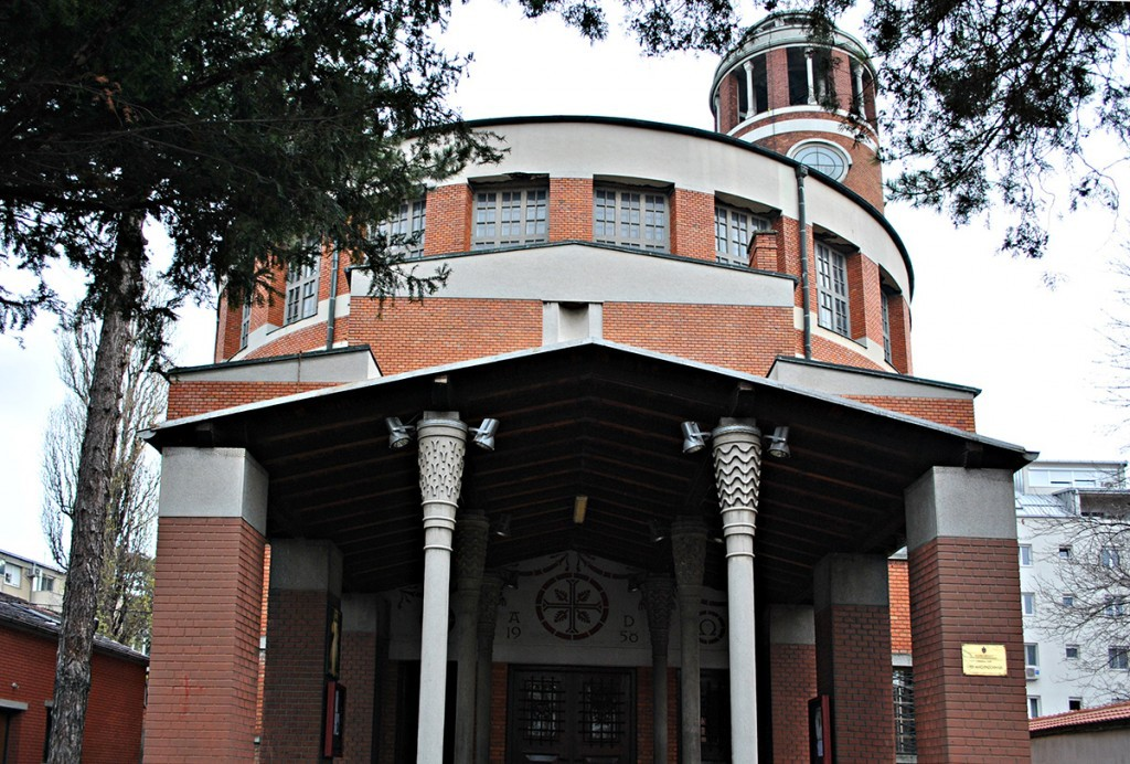 Ulaz u crkvu, ulazi se iz Pop Stojanove ulice