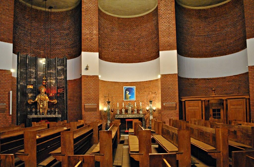 Pogled na kohne sa leve strane prezbiterija