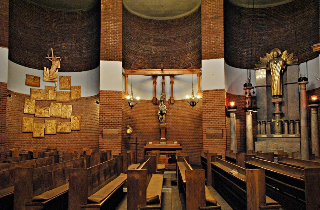 Kohne na desnoj strani prezbiterija. Poslednja u nizu posvećena Putostajama puta križa