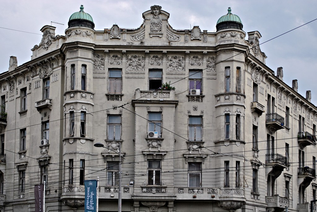 Glavna fasada, gornji spratovi