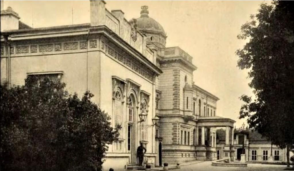 Stari konak u prvom planu i Stari dvor u pozadini
