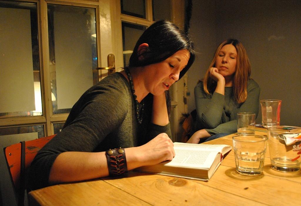 Pričali, pričali, a onda je koordinatorka Čitalačkog kluba čitala pripovetku... Mi smo pažljivo slušali...
