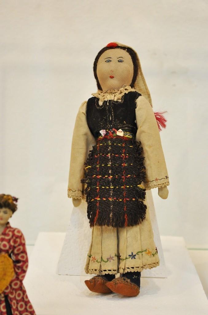 lutka koju je Radmila Rajković izradila u Banjičkom logoru za svoju ćerku, Zavičajni muzej Jagodina