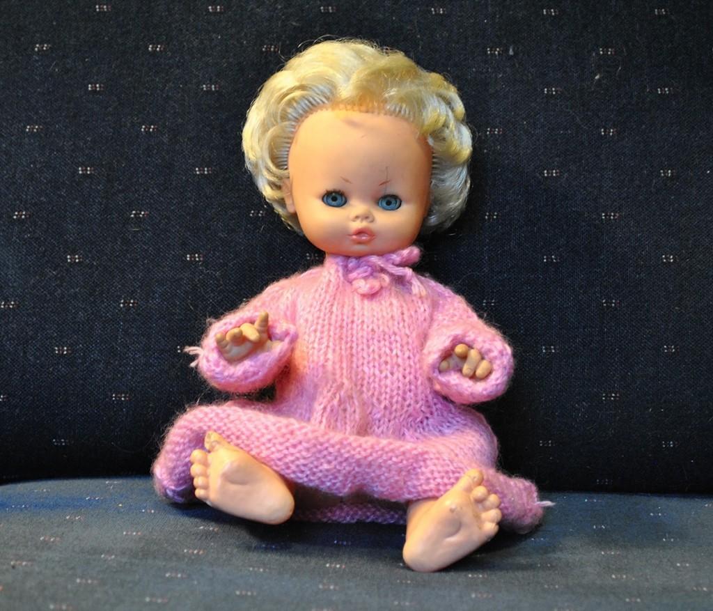 Igračka od koje se ja nikada nisam odvojila. Lutka kupljena u Rimu 1969. Danas u haljini koju je dizajnirala i isplela moja mama Branka 1990tih