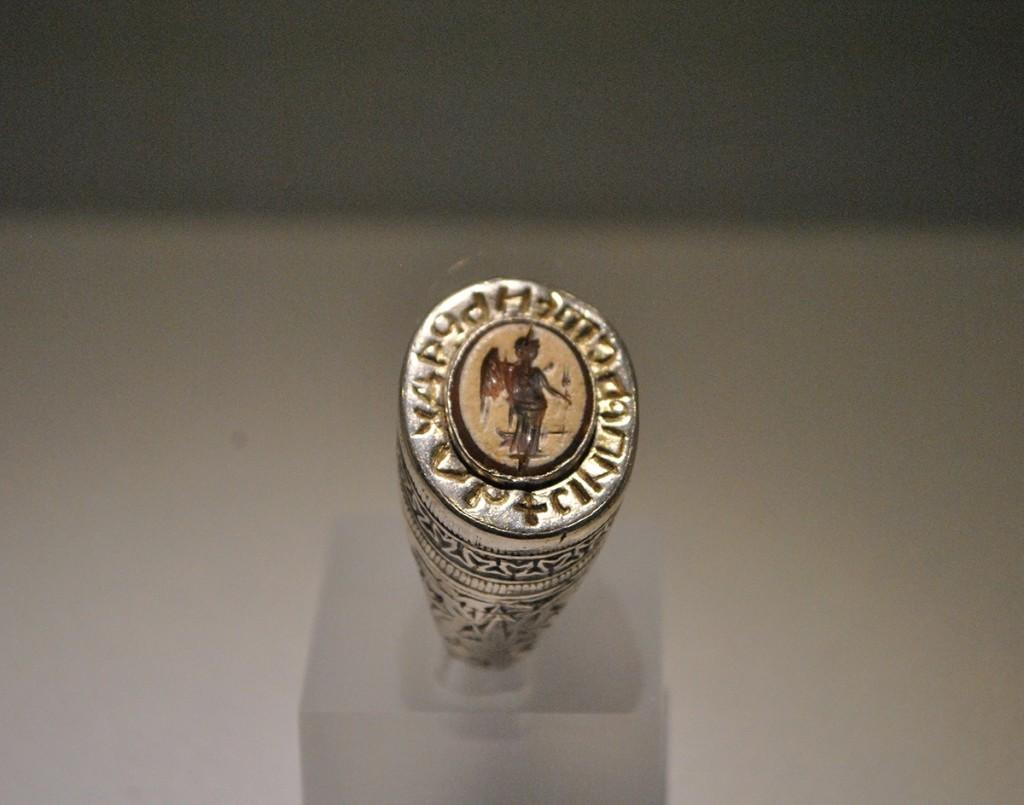 Prsten s kraja XIV veka, Novo Brdo