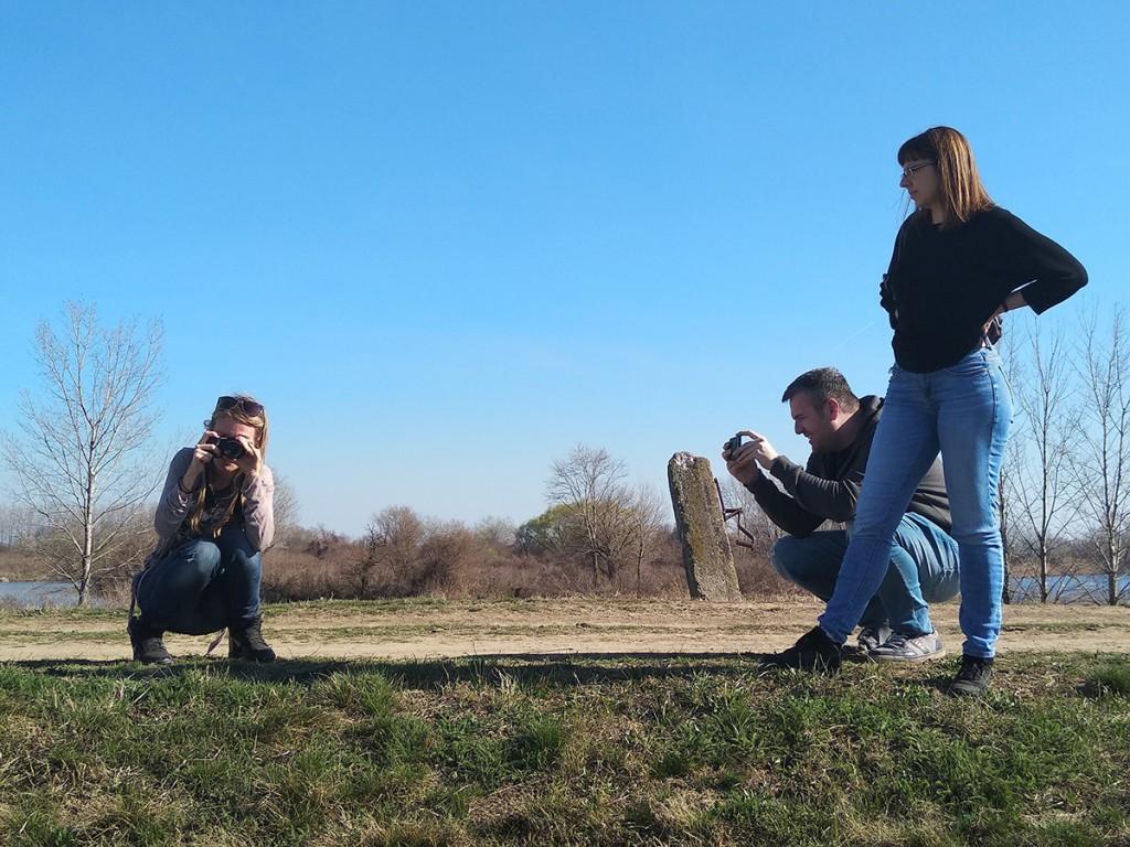 Foto-obračun, s leva na desno Sandra De Palo, stoji Angelina Banković, Željko Zdravković