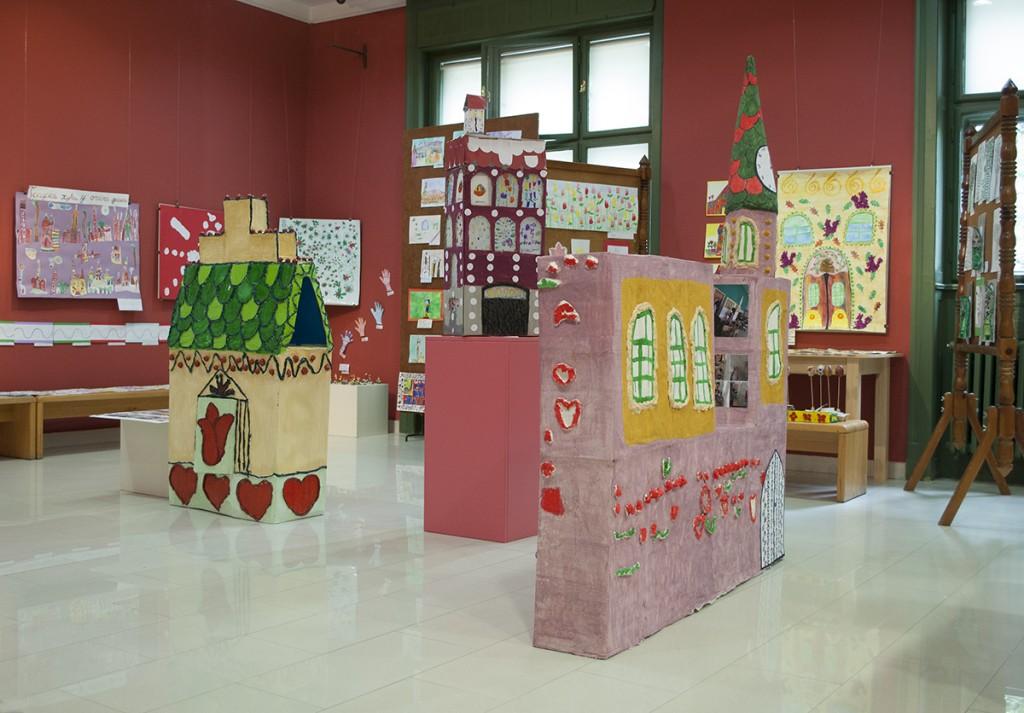 """Iz vrtića u Gradski muzej Subotice na izložbu """"Kada je linija progovorila"""""""