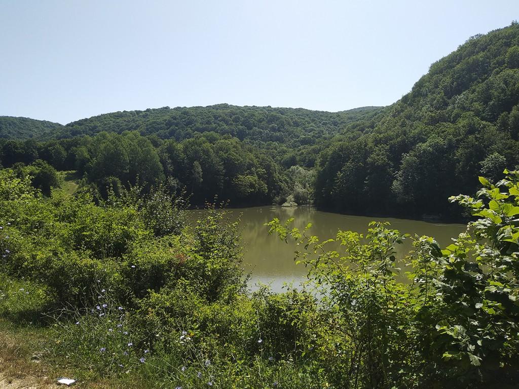 Jezero Veliki zaton na putu do Rajkove pećine