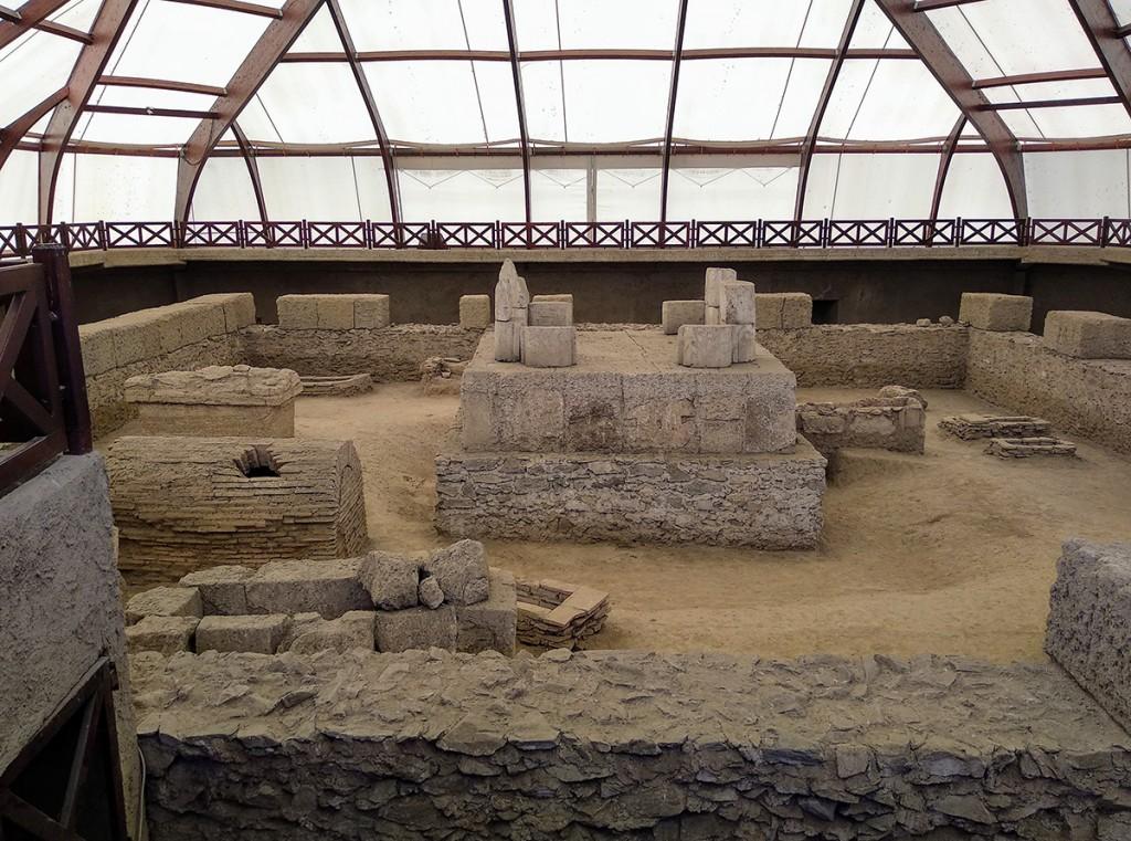 Pogled sa galerije na nekropolu