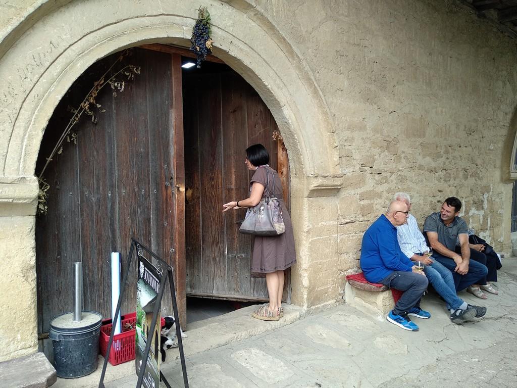 Daca se raspituje u pivnici Jovanović