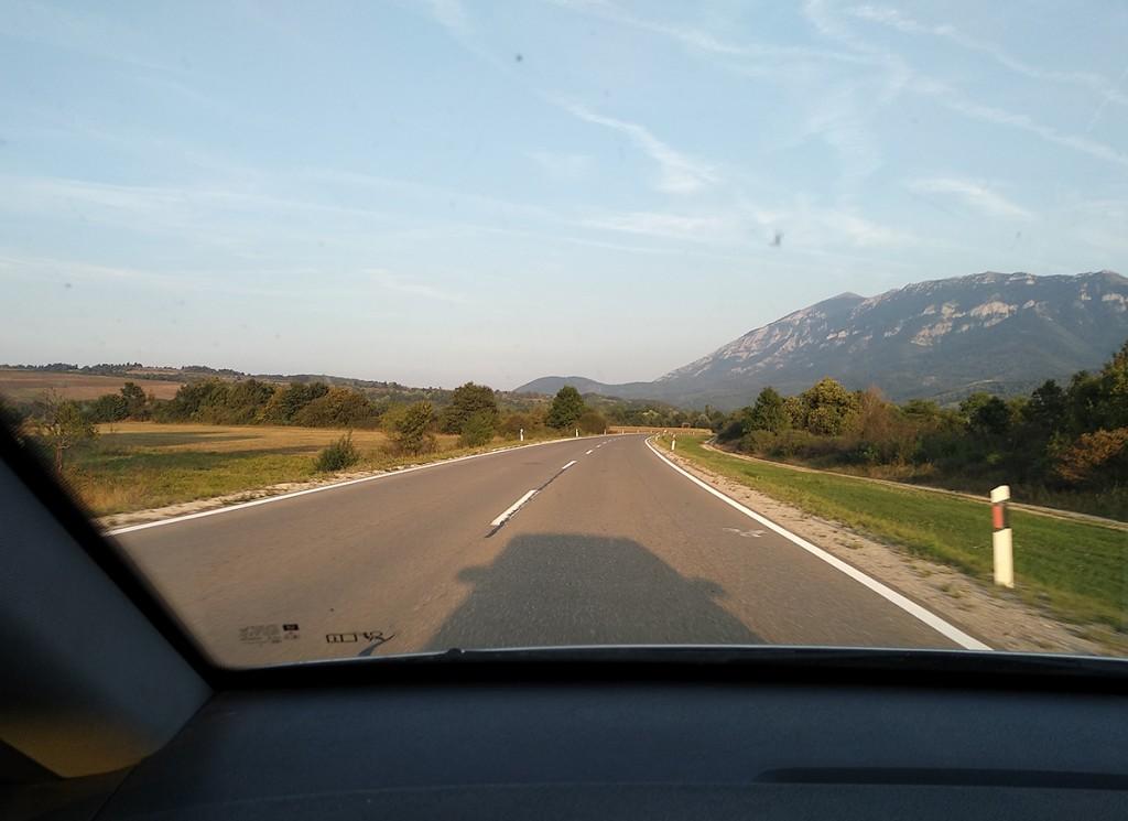 Pogled iz auta na Rtanj i okolinu