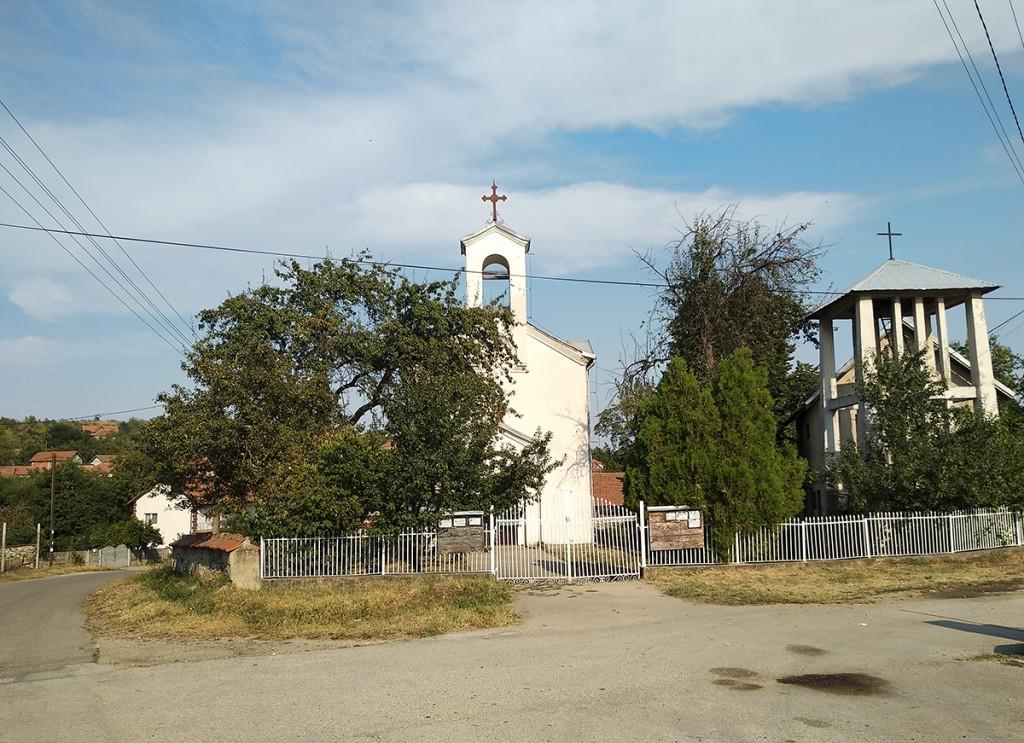 Crkva u centru sela Sikole