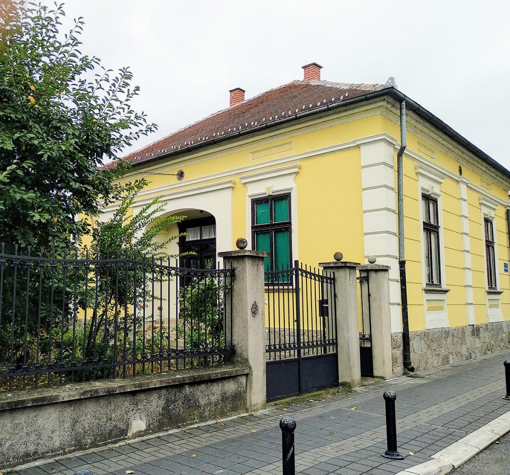 Porodična kuća Cvetića u ulici Cara Lazara br. 2