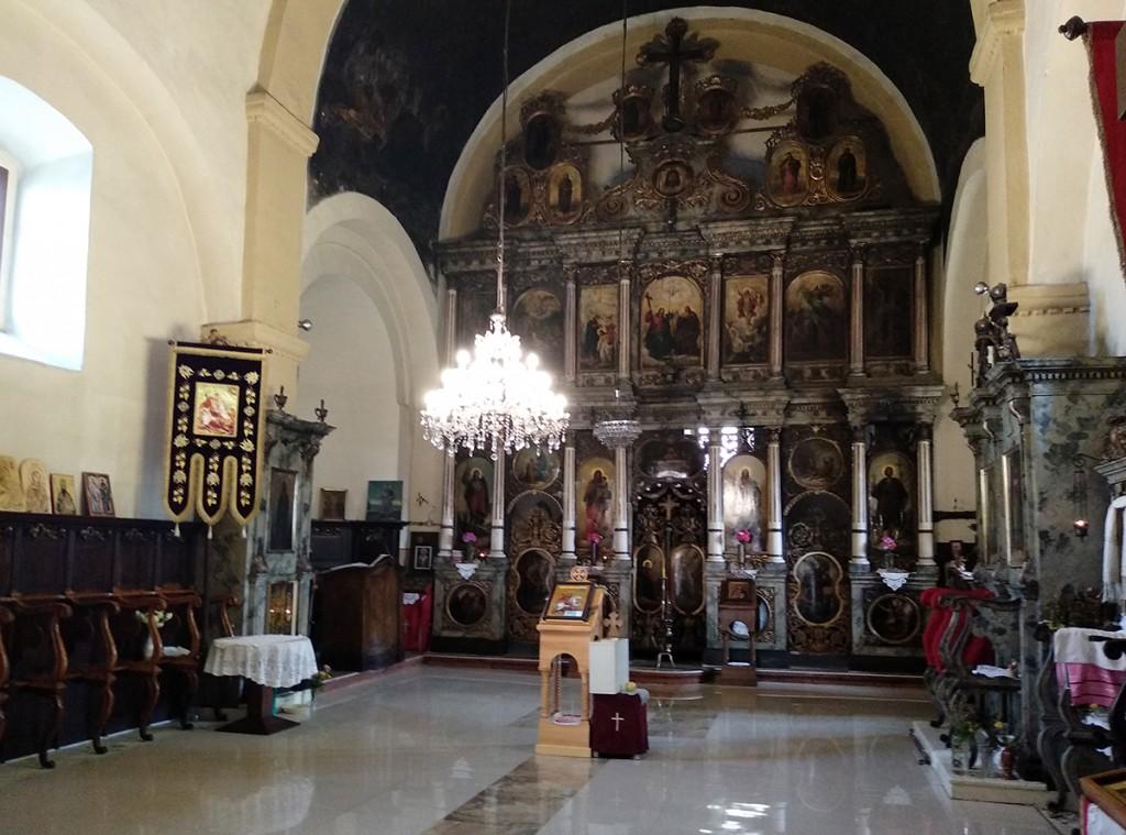 Unutrašnjost crkve sa ikonostasom iz 1880-ih, slikara Nikole Markovića