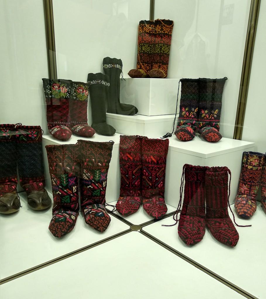Dvopređne čarape. Zavičajni muzej Knjaževac ima jedinstvenu i najveću zbirku ovih čarapa u svojoj Etnološkoj zbirci
