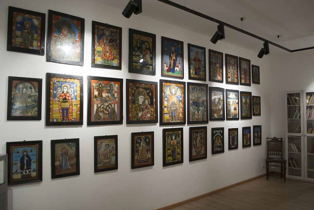 Kolekcija ikona slikanih na staklu - poklon gospođe Mile Janković, ćerke Mihizove